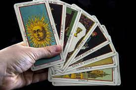 Bói Bài Tarot là gì? Tất tần tật những điều bạn cần biết về bài Tarot