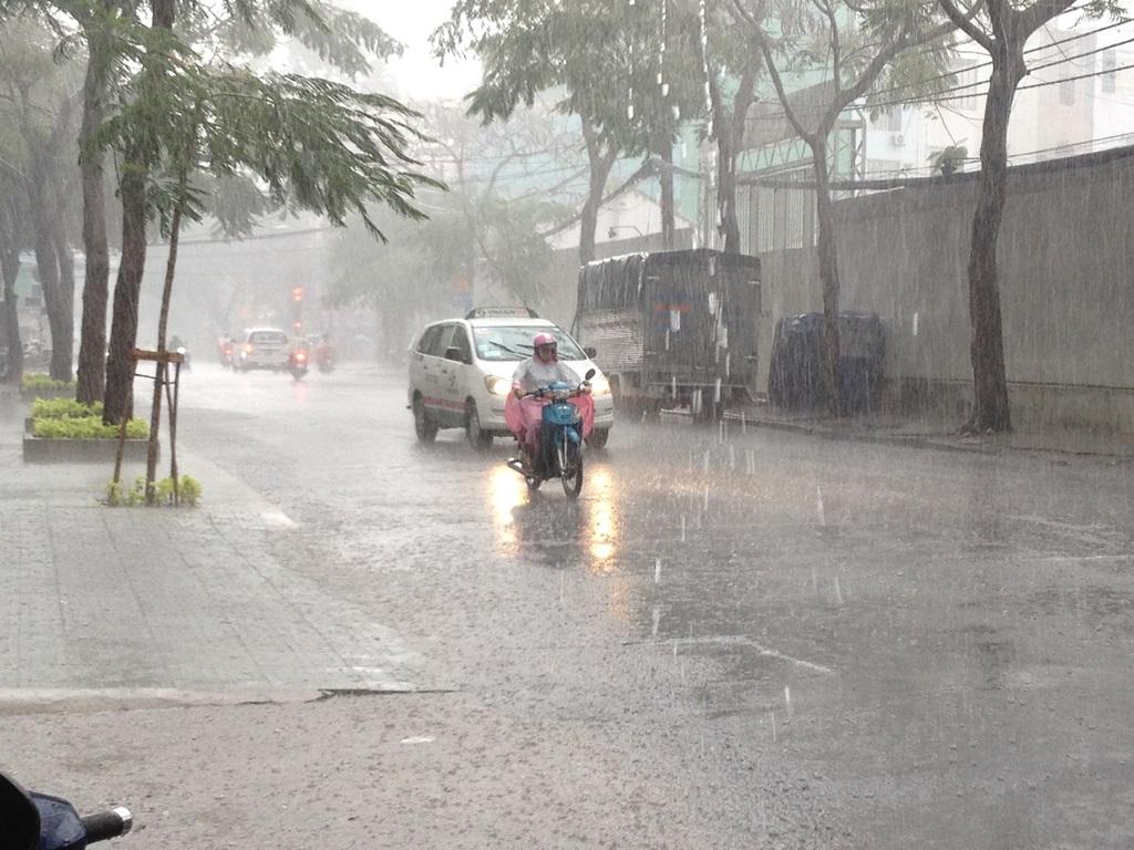 Nằm mơ thấy trời mưa gió bão là lành hay dữ, đánh số mấy?