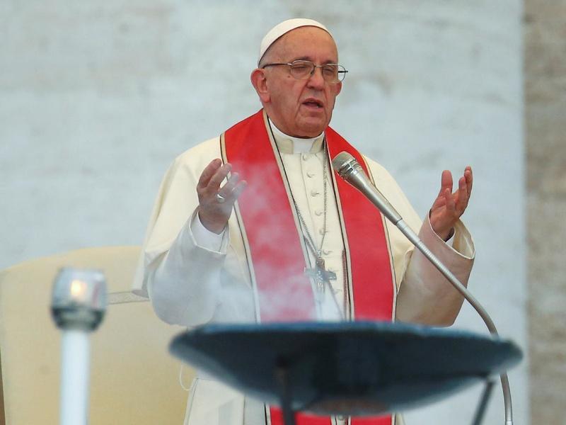 Nằm mơ thấy gặp giáo hoàng có ý nghĩa gì? Đánh lô đề con gì?